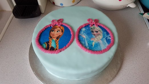 How to make a Frozen birthday cake featuring Olaf out of fondant