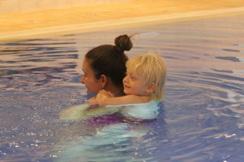 10-reasons-to-try-baby-swimming-lessons-2