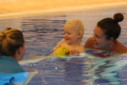 10-reasons-to-try-baby-swimming-lessons-5