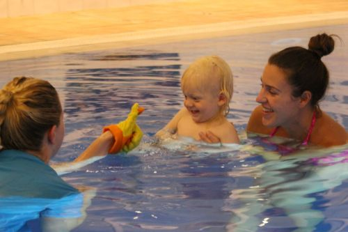 10 ways swimming can help your baby grow