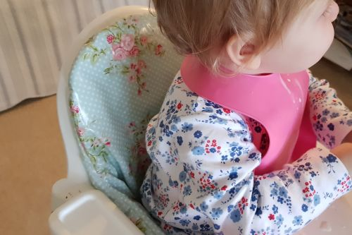 Win £30 worth of Messy Me oilcloth weaning accessories 6
