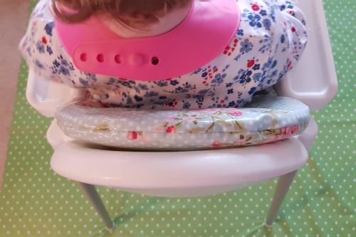 Win £30 worth of Messy Me oilcloth weaning accessories 7