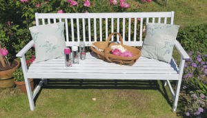 Revamping our garden furniture with Pinty Plus spray paint 18