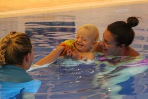 10-reasons-to-try-baby-swimming-lessons-6