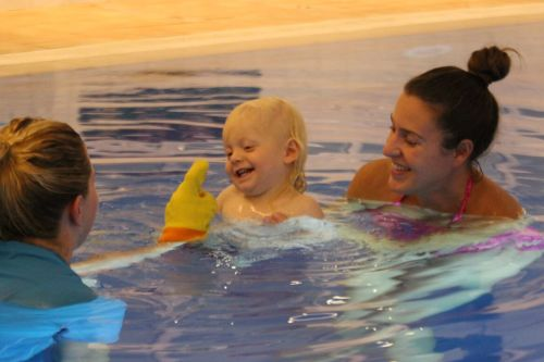 10-reasons-to-try-baby-swimming-lessons-7