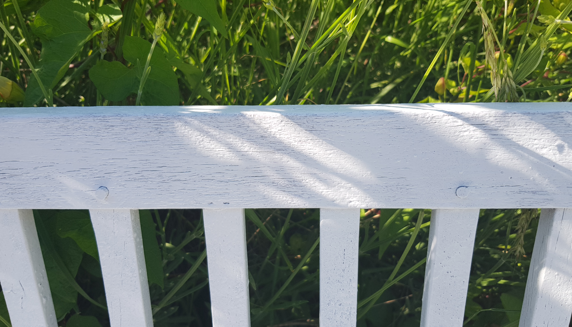 Revamping our garden furniture with Pinty Plus spray paint 12