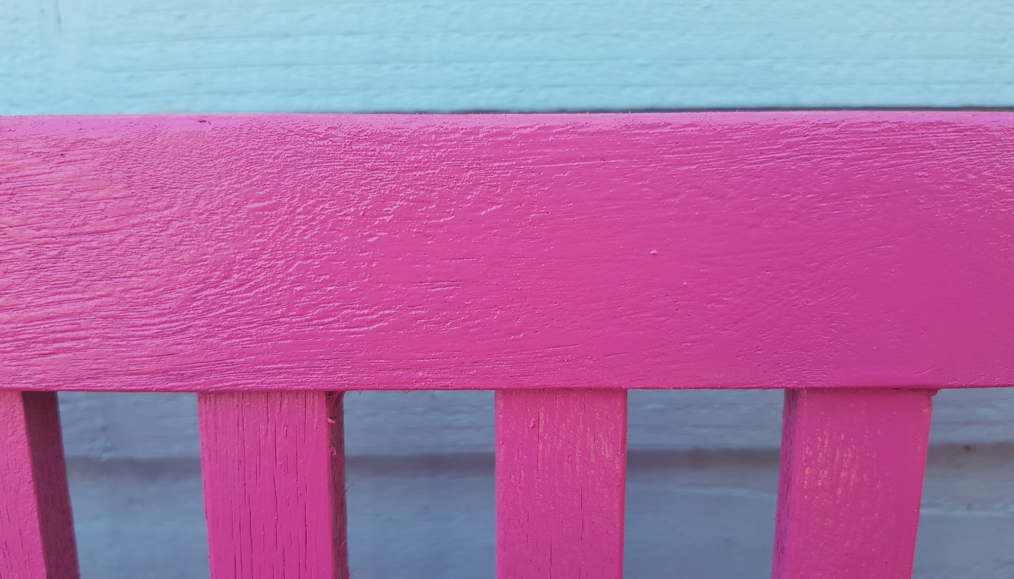 Revamping our garden furniture with Pinty Plus spray paint 14