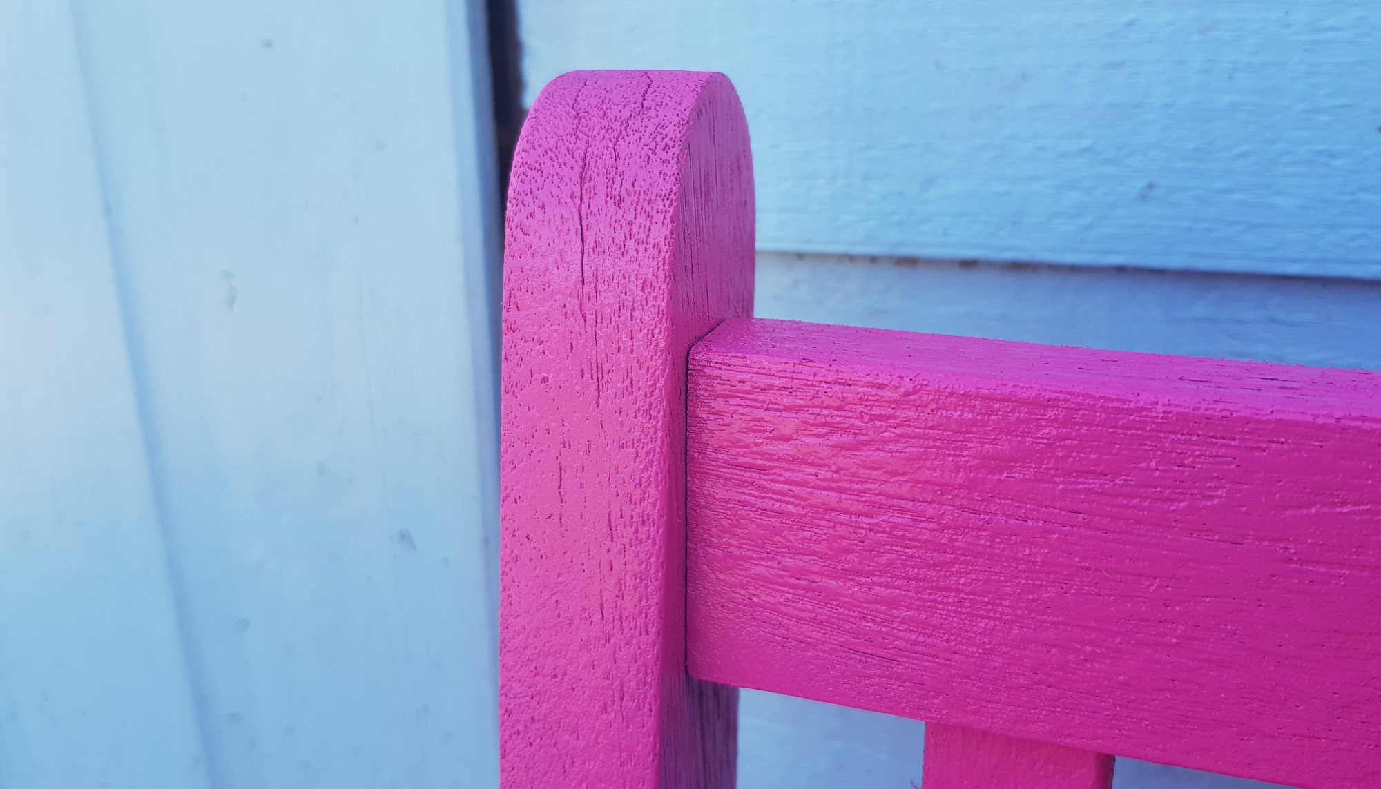 Revamping our garden furniture with Pinty Plus spray paint 15