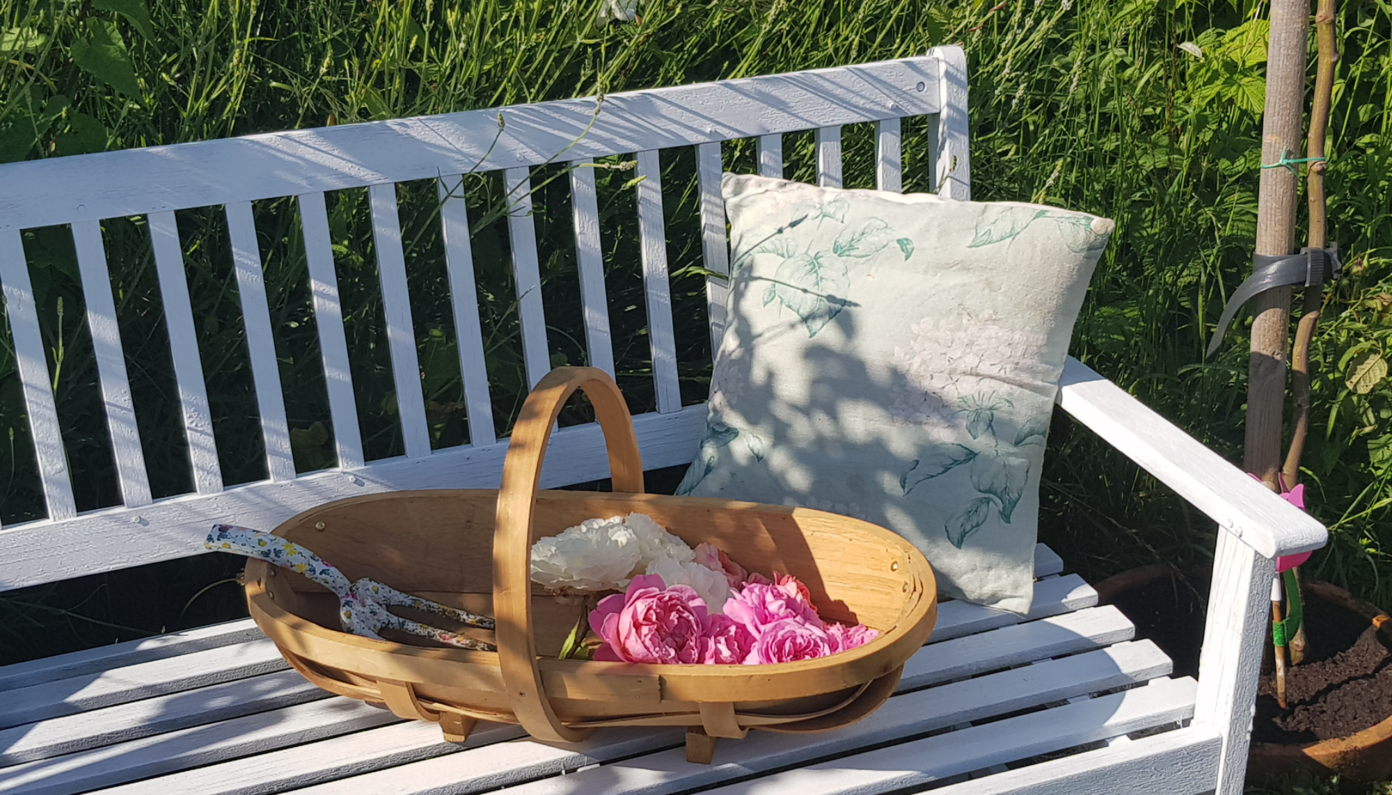 Revamping our garden furniture with Pinty Plus spray paint 19