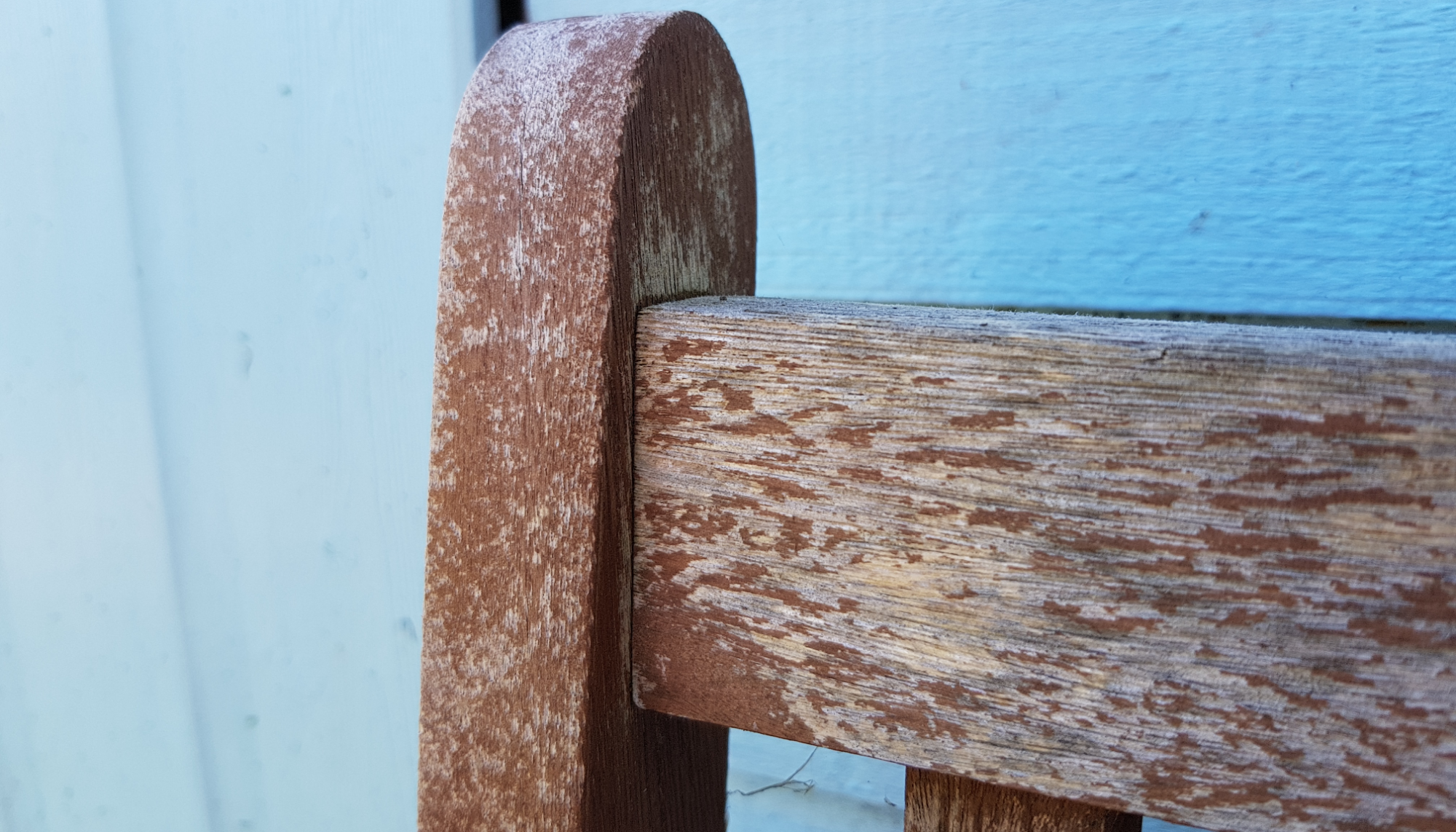 Revamping our garden furniture with Pinty Plus spray paint 5